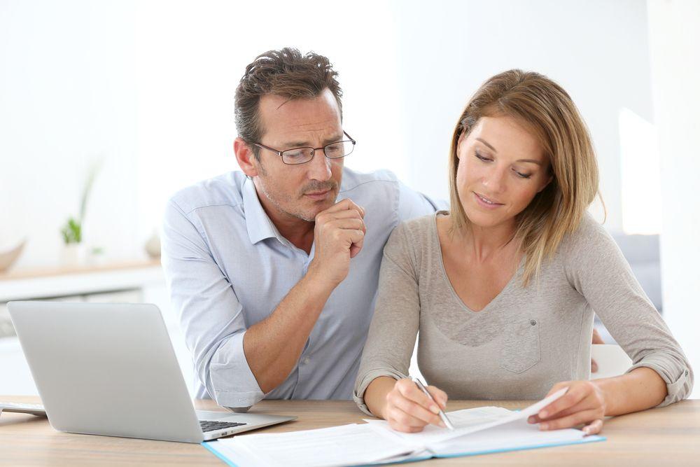 couple-going-over-finances-harv-eker